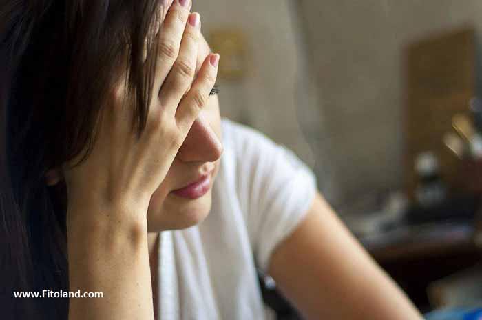 سردرد از علائم سندروم تخمدان پلی کیستیک و درمان سندروم تخمدان پلی کیستیک
