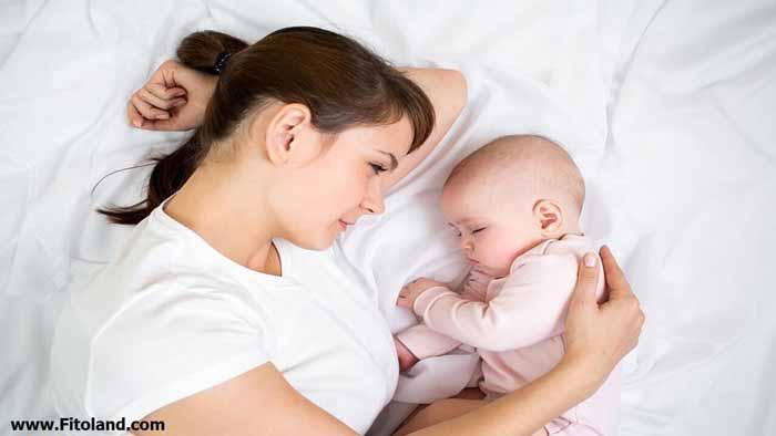فواید تغذیه با شیر مادر